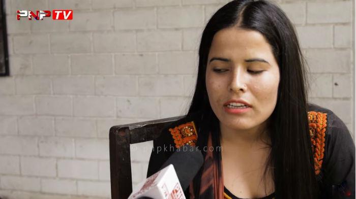 दुवै आँखा नदेख्ने नन्दाले गाईन चेलीबेटी बेचबिखनबारे ३ करोड नेपालीलाई रुवाउने गीत [भिडियोसहित]