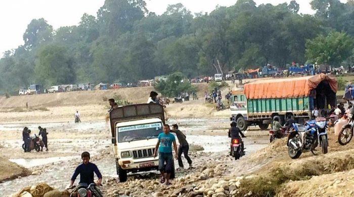सिमा नाकामा भारतीयद्वारा नेपालीमाथि लखेटी–लखेटी कुटपिट, ५ जना नेपाली घाइते