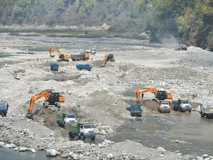 नदीजन्य सामग्रीको अवैध उत्खनन नियन्त्रणमा कडाइ गरिने
