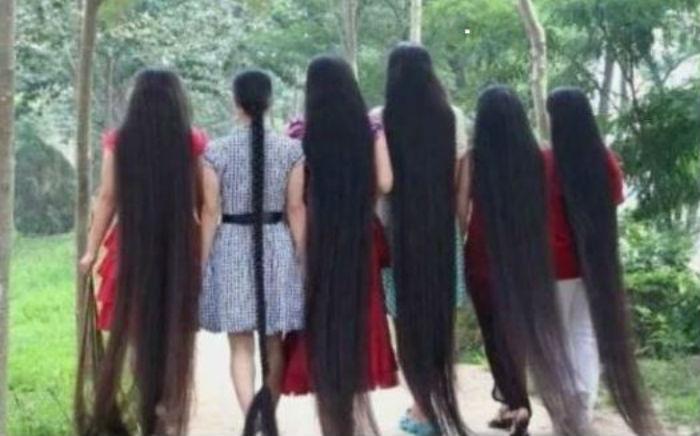 विश्व कै अचम्मको गाउँ, जहाँ  महिलाको लामो कपाल हेर्नको लागि आउँछन् पर्यटक