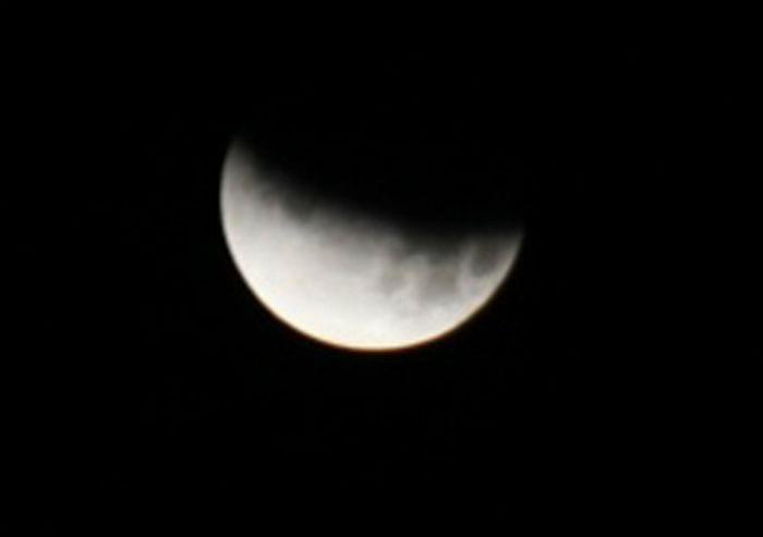 मंगलबार राति खण्डग्रास चन्द्र ग्रहणको दृष्य