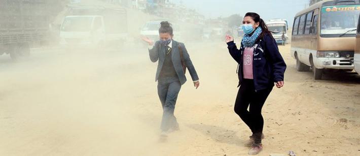 काठमाडौंकाे धुलाेबाट इँटा निर्माण गर्दै महानगर