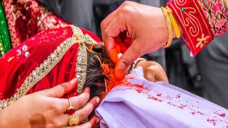 कम उमेरमा विवाह गरेर पछुताउँदै महिला