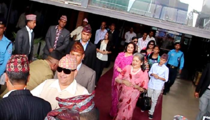 'राजतन्त्र जिन्दावाद' भन्दै पूर्वराजा ज्ञानेन्द्र शाहको एयरपोर्टमा स्वागत