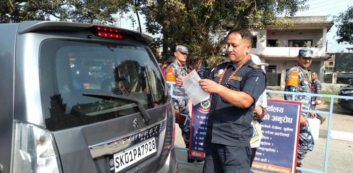 भारतीय गाडीमा भ्रमण वर्षको पोस्टर टाँस्ने अभियान शुरु