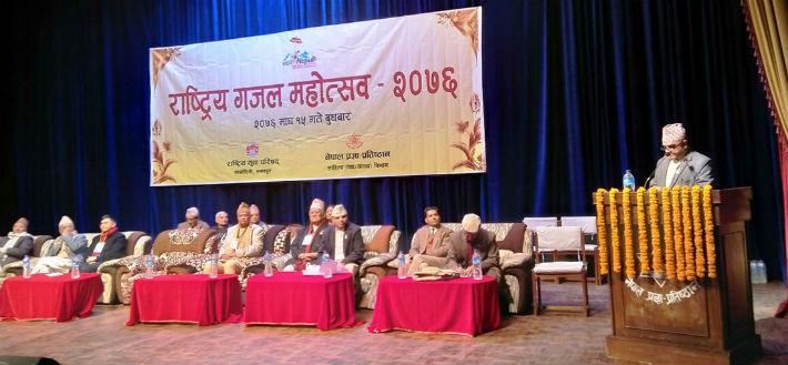 नेपाली गजलमा 'जुँगाको लडाइँ'