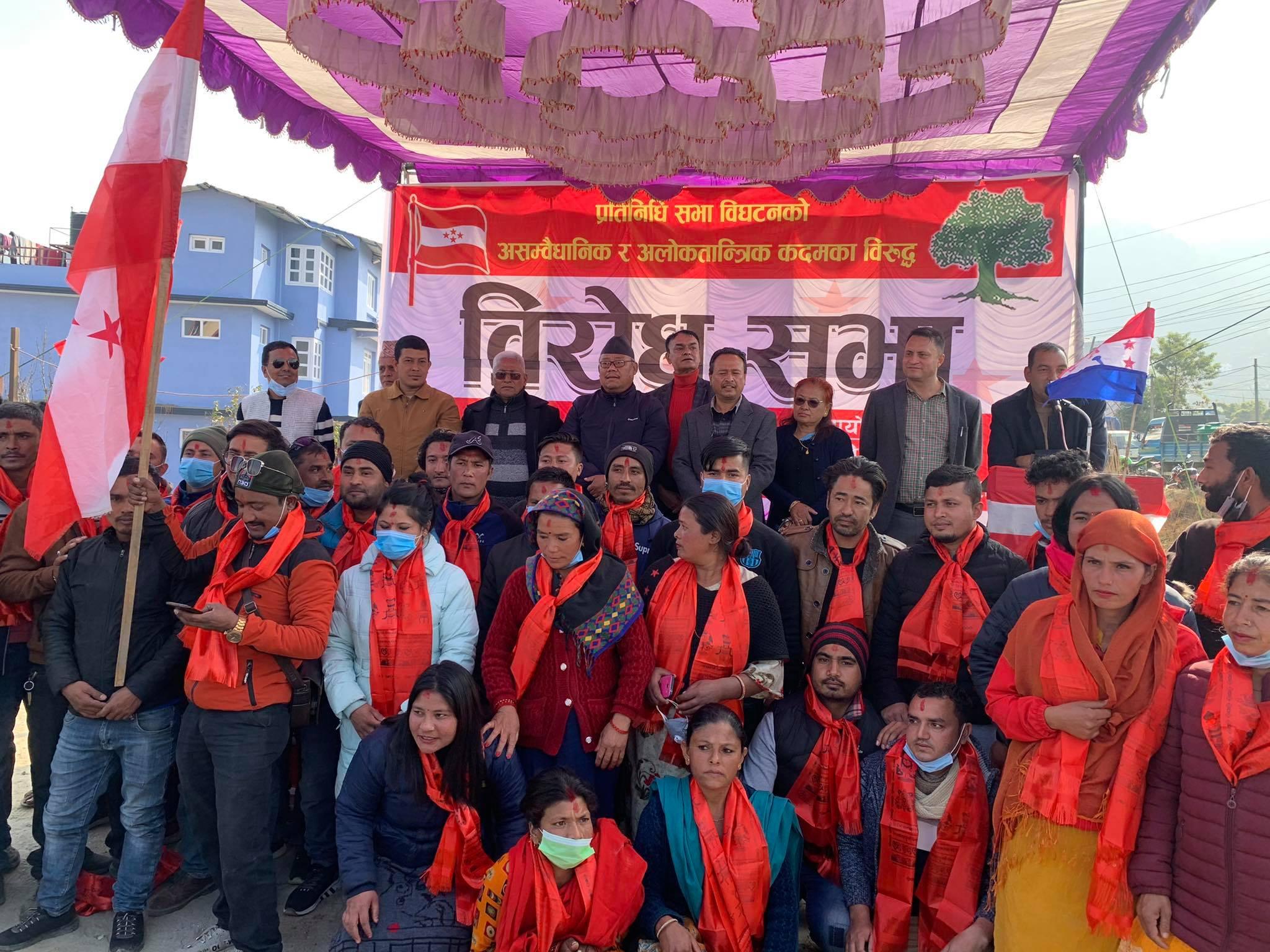 भक्तपुरमा महेश बस्नेतलाई झड्का, उनकै पकड क्षेत्रबाट ७८ जना नेपाली काङ्ग्रेसमा प्रवेश