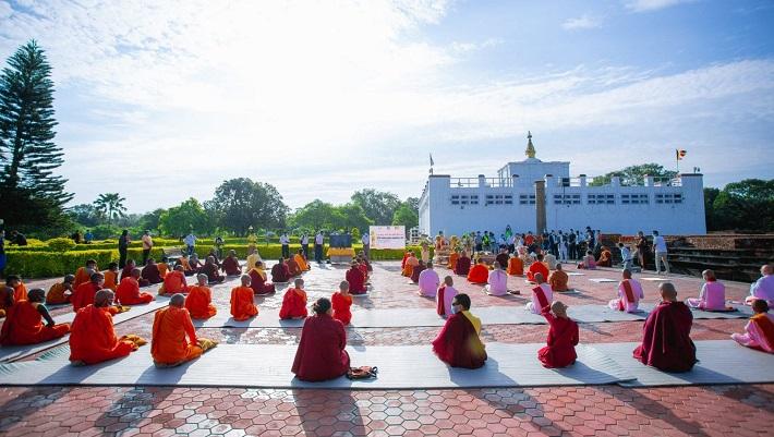 लुम्बिनीमा सीमित व्यक्तिको उपस्थितिमा प्रार्थना, ज्यान गुमाएकाको सम्झनामा २५६५ वटा दीप प्रज्ज्वलन