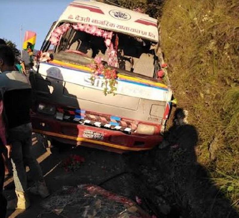 सुर्खेतमा बस दुर्घटना : २ जनाको मृत्यु