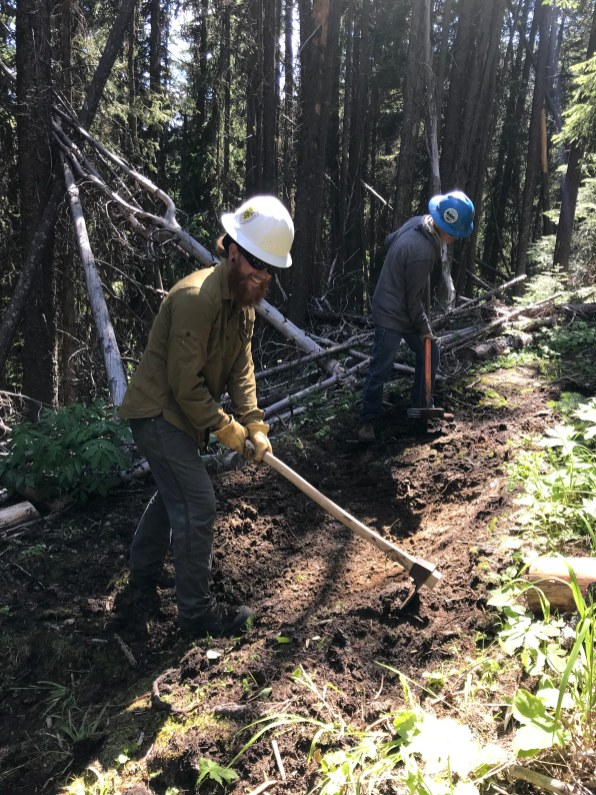 Assistant Crew Leader, Seth coordinates tread work on the Wapaloosie Trail. Photo by Jeff Johnson, Community Outreach Coordinator at the Lands Council.