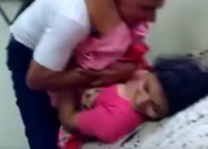 【ガチ動画】人妻の連れ子、義理の父に犯されまくり、なぜか笑ってしまう…