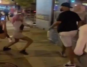 【衝撃映像】160cmギャル vs. 190cm大男の路上喧嘩。まさかのギャルが勝ってしまう