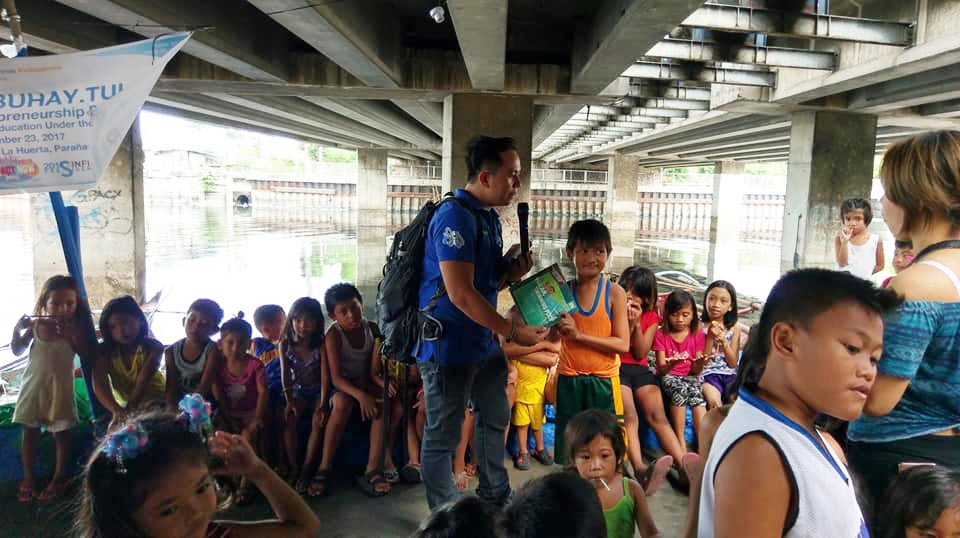 JCI Makati 2018 President Pocholo Gonzales doing storytelling for Kids under the bridge