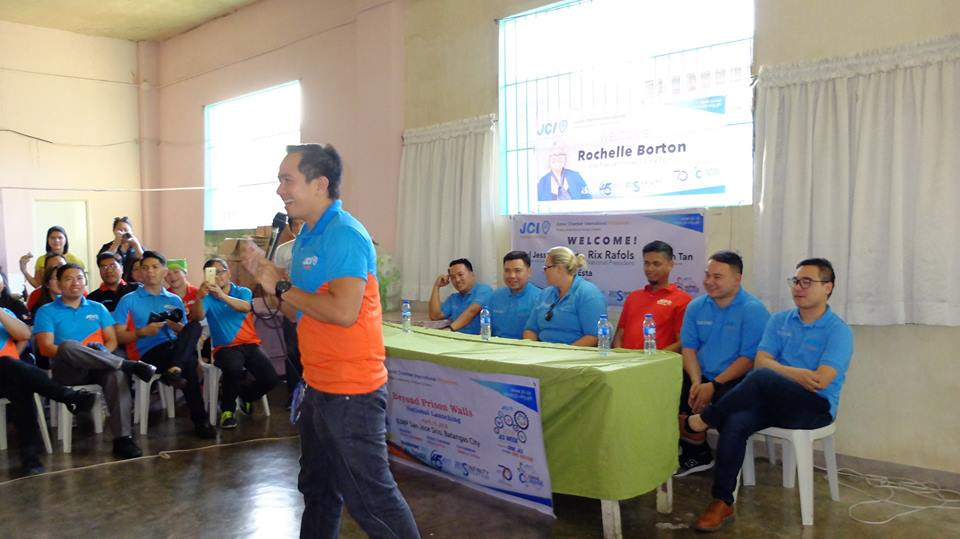 Pres Choy amazes Batangas City Jail inmates with his thousand voices