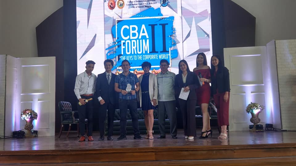 The VoiceMaster with the hosts, organizers and department heads
