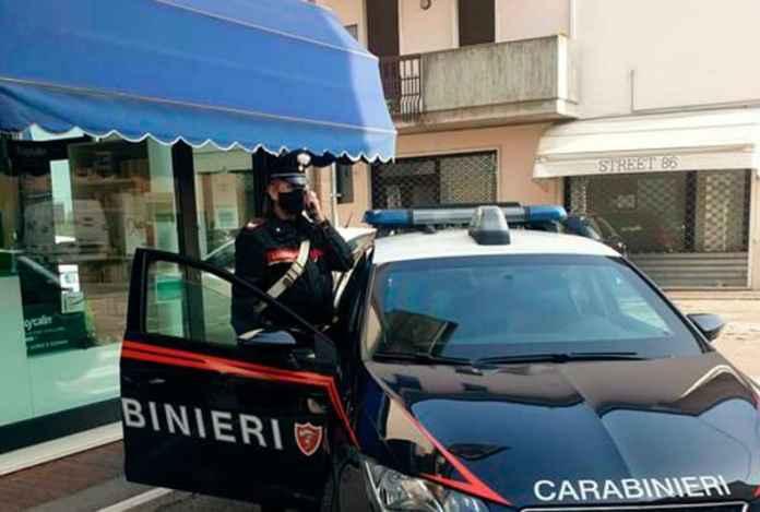 Fa finta di essere armato e rapina una farmacia arrestato dai carabinieri