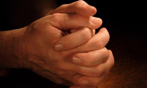 manos-orando – PoderyPaz.com