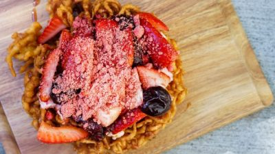 "Lots-o'-Straw-""Bear""-y Funnel Cake"