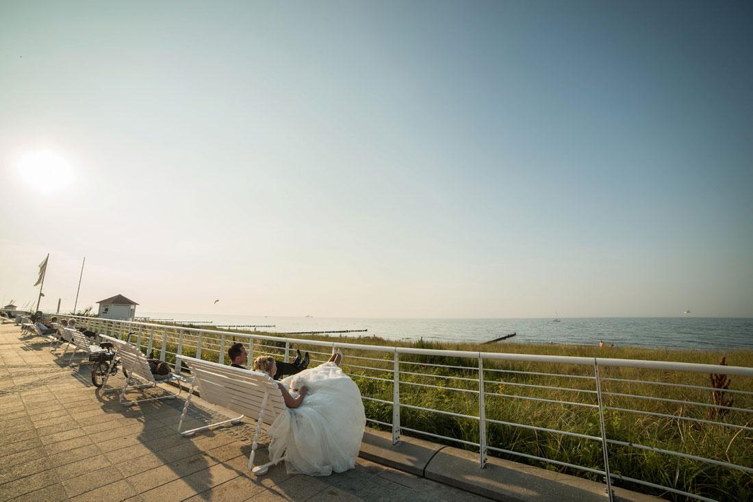 Hochzeitspaar am Meer