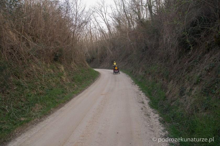 Początkowo trasa Parenzany, mimo, że szutrowa, jest bardzo przyjemna