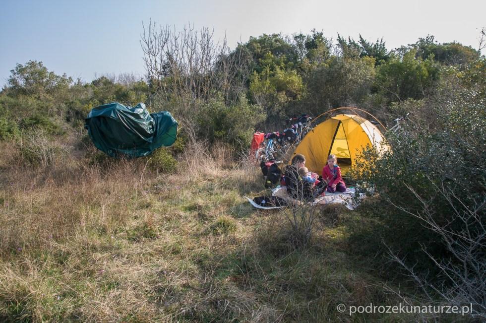 Poranne suszenie namiotu ze skroplonej pary wodnej