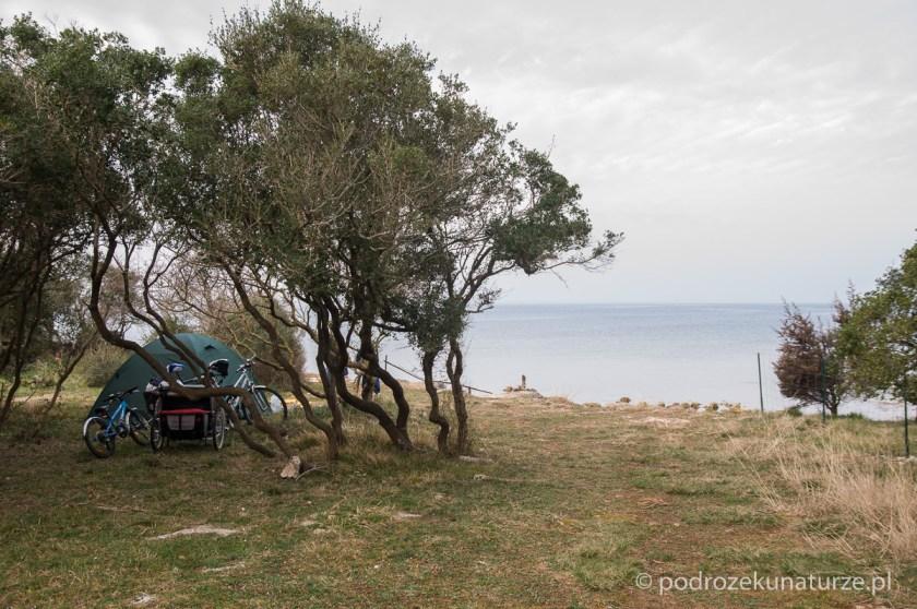 Biwak na skraju morza