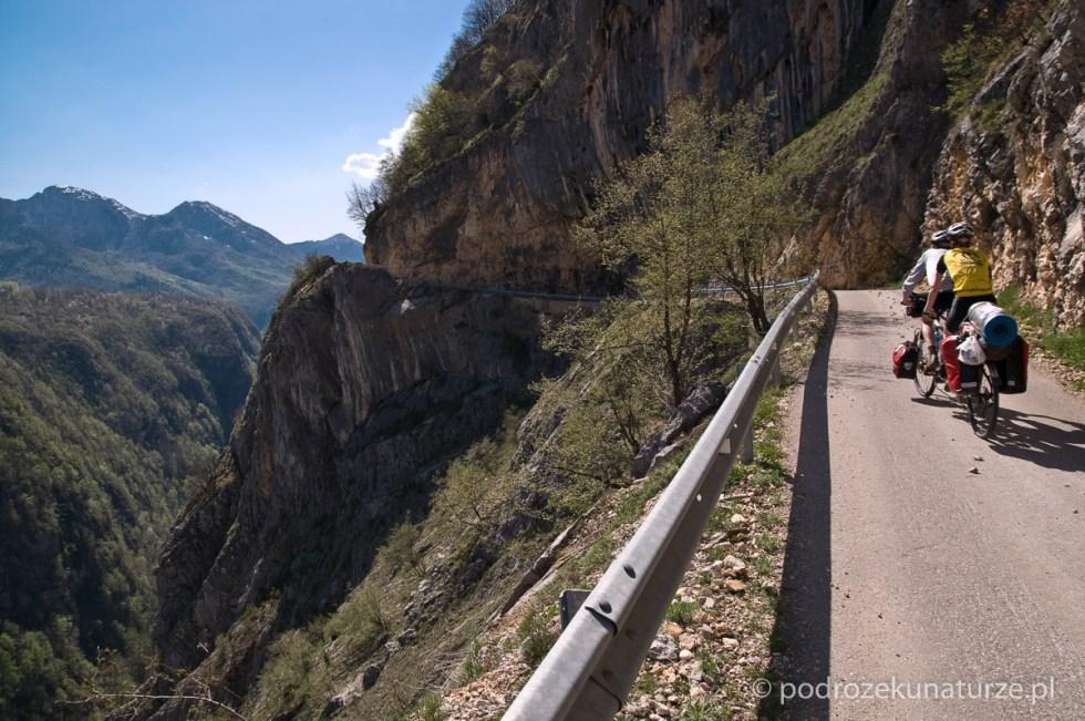 Niesamowita droga w kanionie Komarnicy