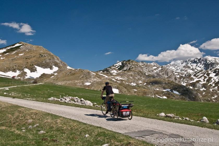 Po pokonaniu zaspy - piękna droga w kierunku przełęczy Sedlo