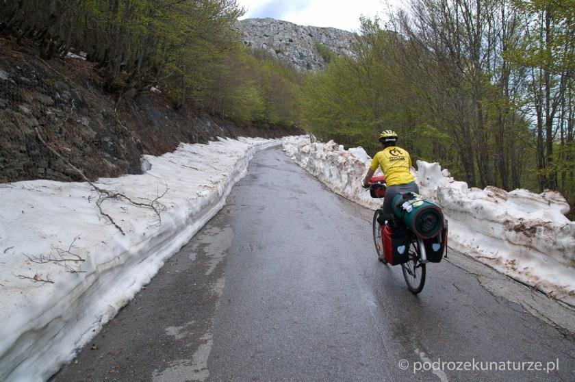 Im bliżej sztytu Jezerskiego vrhu, tym więcej śniegu