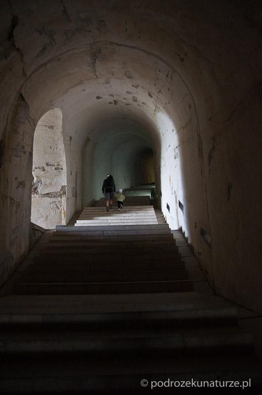 Tunel do mauzoleum Piotra Niegosza