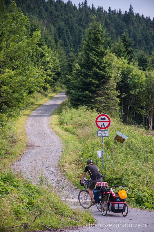 Początek szlaku na Pradziada z Przełęczy Cervenohorskiej