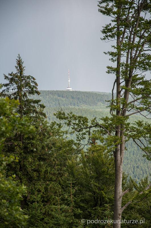 Ogromna wieża Pradziada jest widoczna z daleka