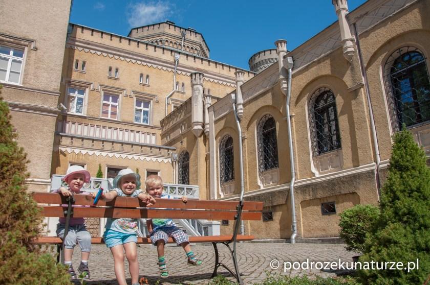 Odpoczynek przed pałacem w Jabłonowie Pomorskim