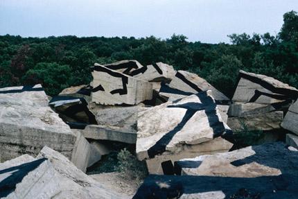 1983-Castillon-du-Gard-n.1-OffVantagePoint-Felice-Varini