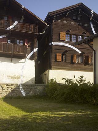 2009-Cercle-et-suite-d'eclats-(Vercorin-Switzerland)-OffVantagePoint-Felice-Varini