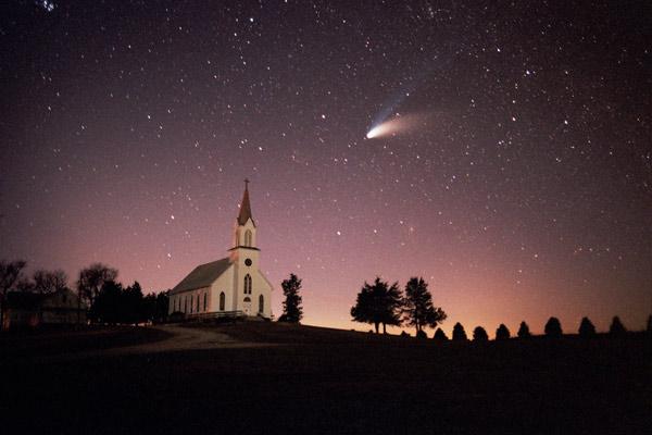 The Hale-Bopp Comet, 1997, Iowa, USA – photo by © John Wenck