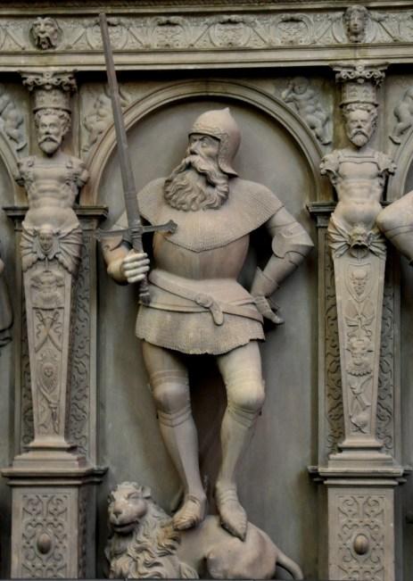 Stuttgart_Stiftskirche_Grafenstandbilder_Figur_06_Eberhard_der_Greiner
