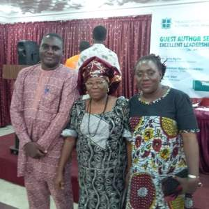 Gladys Russel flanked by members of ANA Abuja