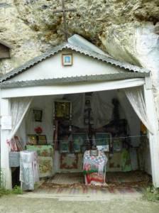 Cerkiew w skale.