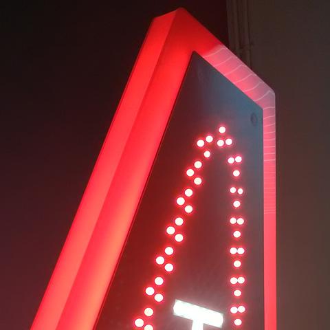 Carotte tabac PROFIL LUMINEUX façade éclairage par leds blanche et rouge haute qualité et profil lumineux par leds rouge