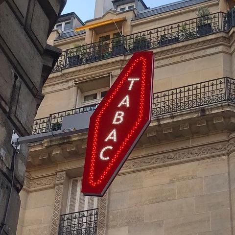 Carotte tabac TRILED façade éclairage par leds clignotante et animée rouge et blanche