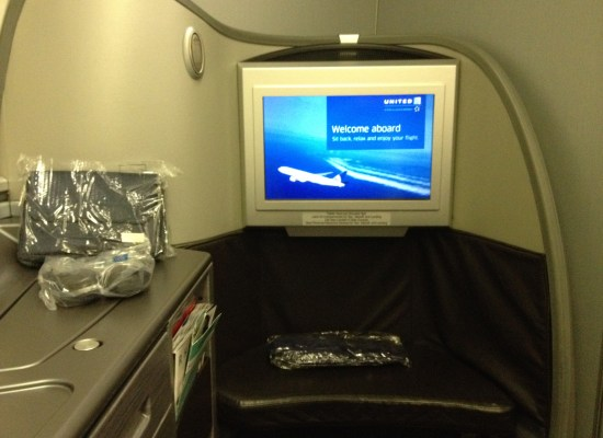 United Airlines Global First Class Seat 747 HNL - NRT