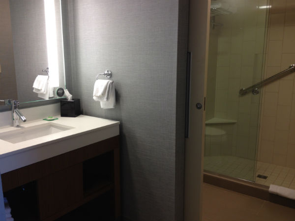 Hyatt Place LAX King Room Bathroom