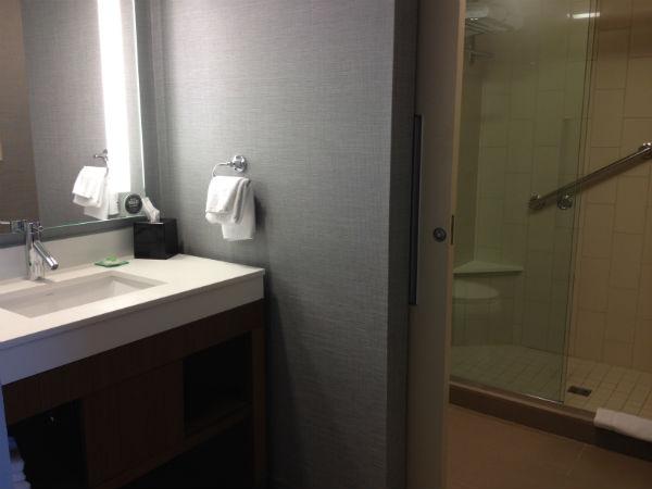 Hyatt Place LAX Review Bathroom