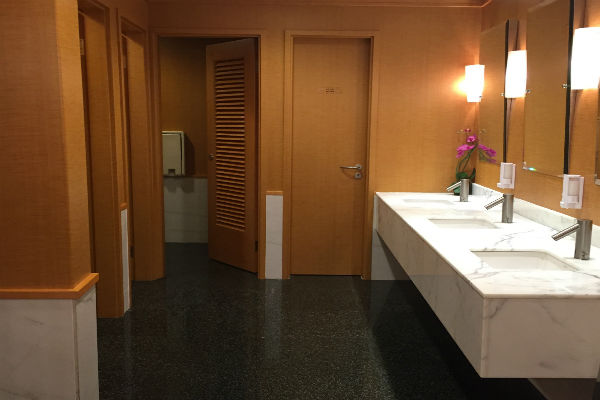 Dragonair Business Class Lounge Hong Kong Bathrooms