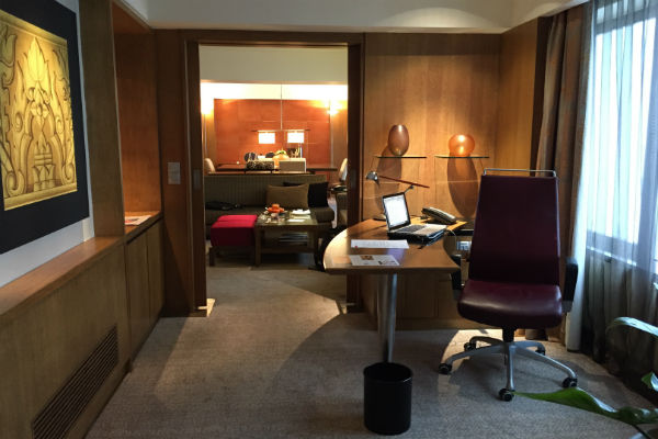 Grand Corporate Suite Office