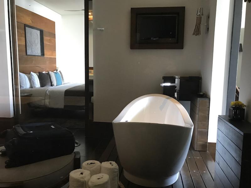 Review Nizuc Resort Cancun Master Suite Bathroom