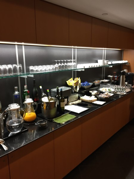 JAL First class lounge SFO