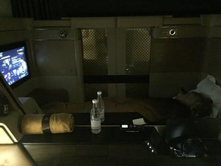 etihad first class review seat iad auh washington dc dulles abu dhabi 777 bed flat