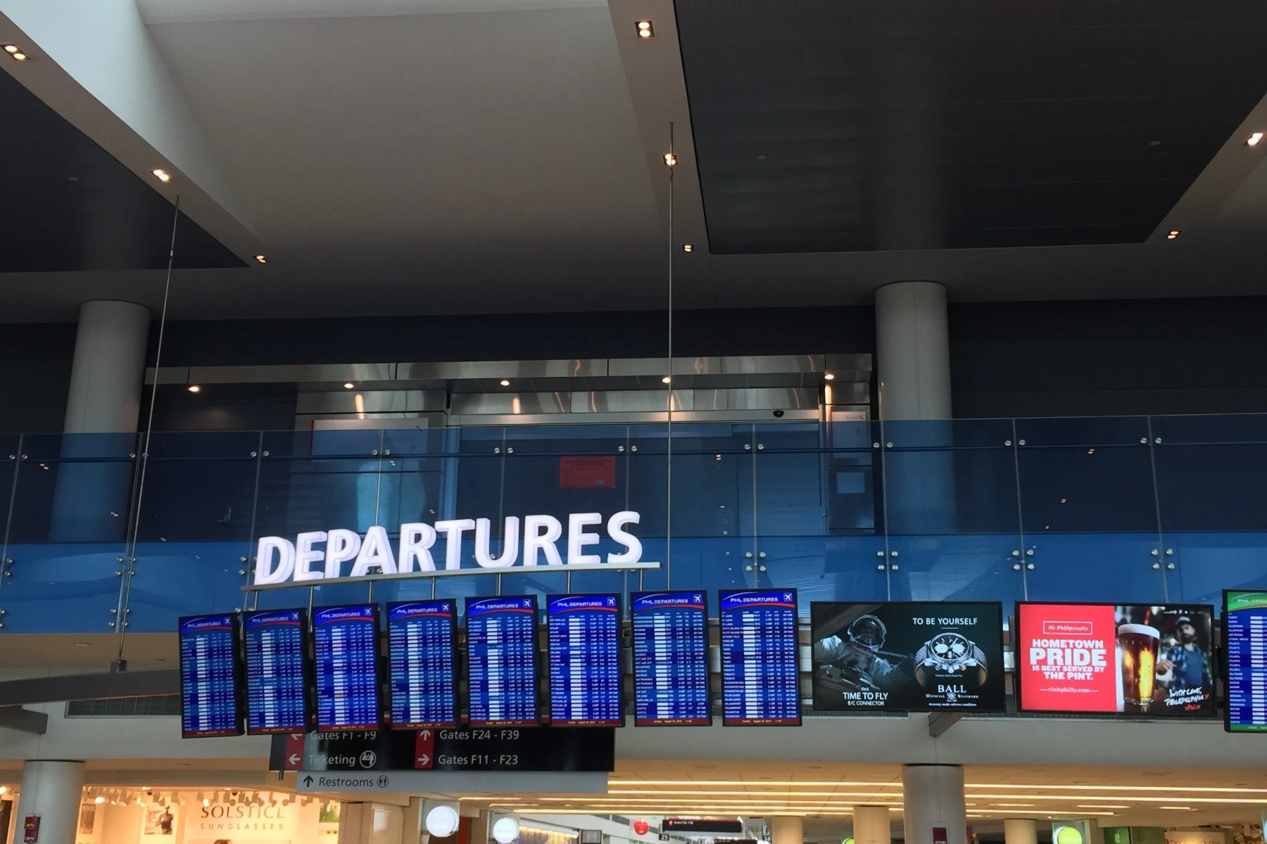 Lounge Review American Airlines Admirals Club